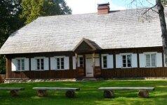 Iki šių dienų Bukantės dvaro sodyboje išlikęs vienintelis pastatas – vadinamasis ponų namas (L.Vaitkevičienės nuotr.)