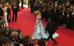 """Raudonu kilimu Kanuose žengė aktoriai ir """"Victoria's Secret"""" modeliai"""