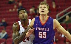 """NBA lygoje – dar vienas lietuvis: E. Mockevičius sukirto rankomis su """"Nets"""" ekipa"""