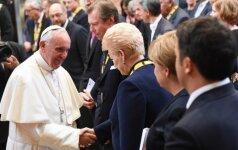 Prezidentė dalyvavo Tarptautinio Karolio Didžiojo apdovanojimo įteikimo Popiežiui Pranciškui ceremonijoje