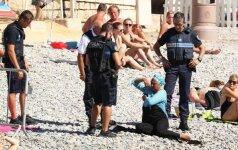 Nicos paplūdimyje policininkai privertė musulmonę išsirengti