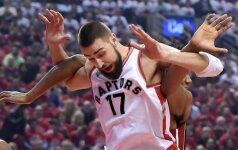 """J. Valančiūnas surengė rekordų šou, o K. Lowry pataikė iš aikštės vidurio, bet """"Raptors"""" pralaimėjo"""