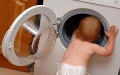 Išsiaiškino, kokius sužalojimus dažniausiai patiria vaikai namuose