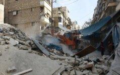 Iš Alepo naktį pasitraukė apie 10 tūkstančių žmonių