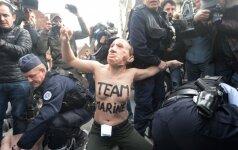 Balsuojant M. Le Pen, sulaikytos pusnuogės aktyvistės