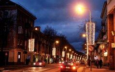 Kalėdos: kabinti lemputes ar taupyti energiją?