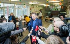 Balsuoja premjeras Algirdas Butkevičius