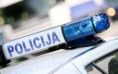 """Varėnos rajone """"VW Golf"""" rėžėsi į med, vairuotoją ištiko koma"""