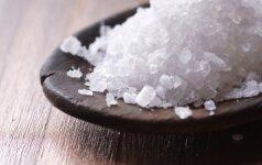 """Ar jūros druska """"sveikesnė"""" už įprastą"""