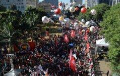Brazilijoje vyko masinė prezidentės D. Rousseff apkaltos priešininkų demonstracija