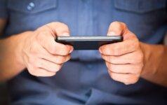 Įvertino išmaniųjų telefonų žalą: tai daug rimčiau nei įsivaizduojama