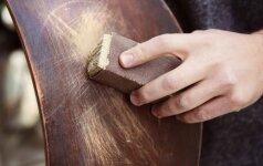 Kaip pašalinti žymes nuo medienos