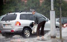 Lietaus padarinius likviduojantys: iki kritinės situacijos trūksta tik vieno centimetro