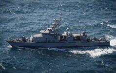 Iraniečių persekiojamas JAV karo laivas paleido įspėjamuosius šūvius