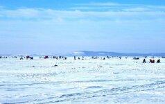 Žiema ant Kuršių marių ledo: žvejai džiaugiasi pasakiškais vaizdais