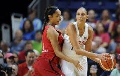 Olimpinių žaidynių favoritės JAV krepšininkės kaimynes sutriuškino 40 taškų skirtumu