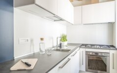 Ankštai, bet patogiai: kaip sumaniai įsirengti mažą virtuvę