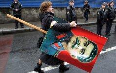 Svarstoma steigti komunizmo nusikaltimų tribunolą
