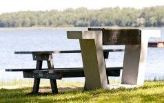 Ežerų krašte – poilsiautojams naudingi daiktai iš perdirbtų žaliavų