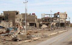 Kirkuke IS džihadistų snaiperis nušovė irakiečių žurnalistą, per antskrydį žuvo 15 moterų