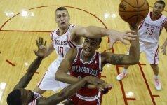 "Beveik be klaidų atakavęs D. Motiejūnas padėjo ""Rockets"" laimėti Milvokyje"