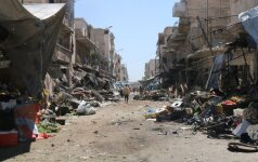 Britų pagirios Sirijoje: plaukėme stebėti delfinų, o atsidūrėme karo zonoje