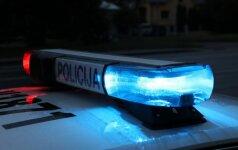 Lazdijuose naktį automobilyje užmigęs Lenkijos pilietis tapo plėšikų auka
