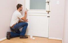 Atsinaujinkime: vidaus durų dažymas ir lakavimas