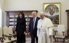 Popiežius išdrįso pajuokauti apie D. Trumpo stotą