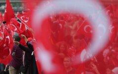 """""""Moody's"""" sumažino Turkijos skolinimosi reitingą iki """"šlamšto"""" lygio"""
