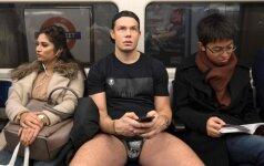"""""""Pasivažinėjimo metro be kelnių"""" diena Londone numovė kelnes bent 300 keleivių"""