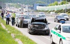 Tūkstantmečio gatvėje masinė avarija užkimšo eismą
