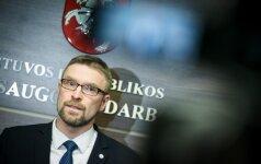 L. Kukuraitis: siekiant pažaboti emigraciją, reikia išspręsti dvi problemas