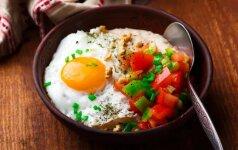 Kiaušinis su avižų koše ir daržovėmis
