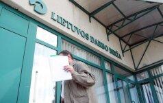 Siūlo apmokestinti bedarbių pašalpas