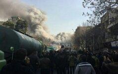 Irane sugriuvo užsiliepsnojęs daugiaaukštis pastatas