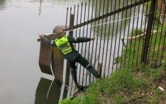 Karas su nelegalių tvorų tverėjais: pareigūnai atskleidžia dažniausius pasiaiškinimus