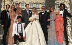Balta suknele prabangiose anūko vestuvėse pasipuošusi A. Pugačiova nustelbė nuotaką