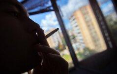 """Valdžia užsimojo rimtai: cigaretės """"iš po prekystalio"""", draudimas rūkyti visose viešose vietose tik pradžia"""