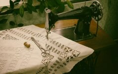 Darau pats: senos siuvimo mašinos virsmas