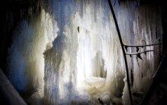 Žiemos karalystė po Vilniumi: milžiniški ledo stulpai