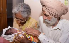 """70 metų moteris pagimdė pirmąjį savo kūdikį <sup style=""""color: #ff0000;"""">(FOTO)</sup>"""