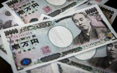 Penktadienį jena brangsta, JAV doleris silpsta