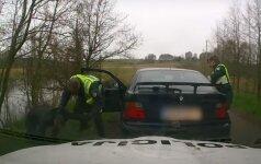 Nufilmuota: su BMW ekipažu, bėgusiu nuo policijos, patruliai nesiterliojo
