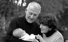 Ar tikrai gimus vaikui, giminėje kažkas miršta? 5 mamų išpažintys ir astrologės komentaras