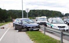 """Vilniaus pakraštyje girto policininko """"Audi"""" nulėkė į statybvietę"""