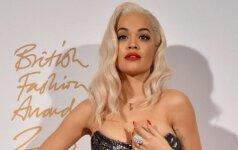 Rita Ora tėškė ir parodė visiškai nuogą ir labai sultingą savo krūtį