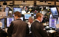 Volstritą palaikė brangstanti nafta ir gynybos sektoriaus akcijos