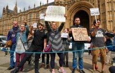 """""""Brexit"""" priešininkai pradeda protestus"""