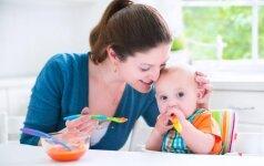 Kūdikių iki metų mityba: ko duoti pirmiausia, o ko – ypač privengti